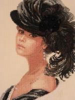 Вышивка дама в шляпе с пером 41