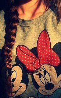 Я обычная девочка которая любит слушать музыку!